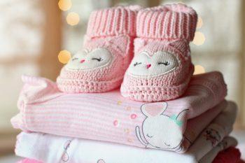 Jak przygotować ubranka na przyjście dziecka?