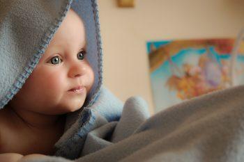 Pierwsza kąpiel noworodka – jak się do niej przygotować?