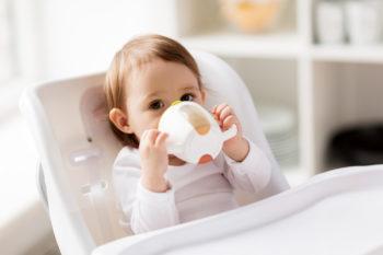 Jak nauczyć dziecko samodzielnie pić?