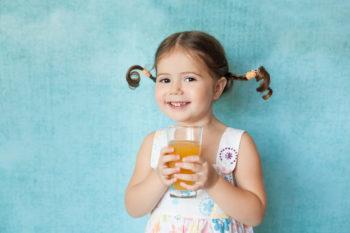 Soki i owoce w diecie dziecka