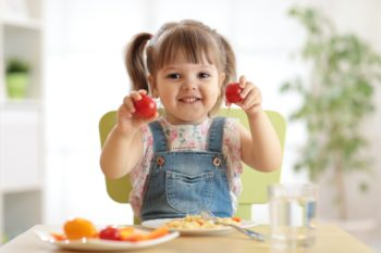 Ile posiłków dziennie powinno jeść dziecko?