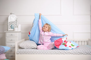 """""""Dorosłe"""" łóżko dla dziecka – kiedy i jak wybrać?"""