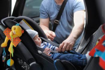 Fotelik tyłem do kierunku jazdy – co warto wiedzieć?