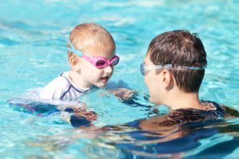 Kiedy wybrać się z niemowlakiem na basen?