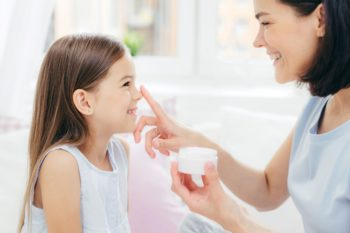 Dermokosmetyki i kosmeceutyki: lepsze niż zwykłe kosmetyki?
