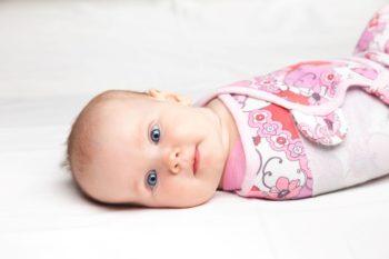 Otulanie i zawijanie niemowlaka – czy i kiedy warto?